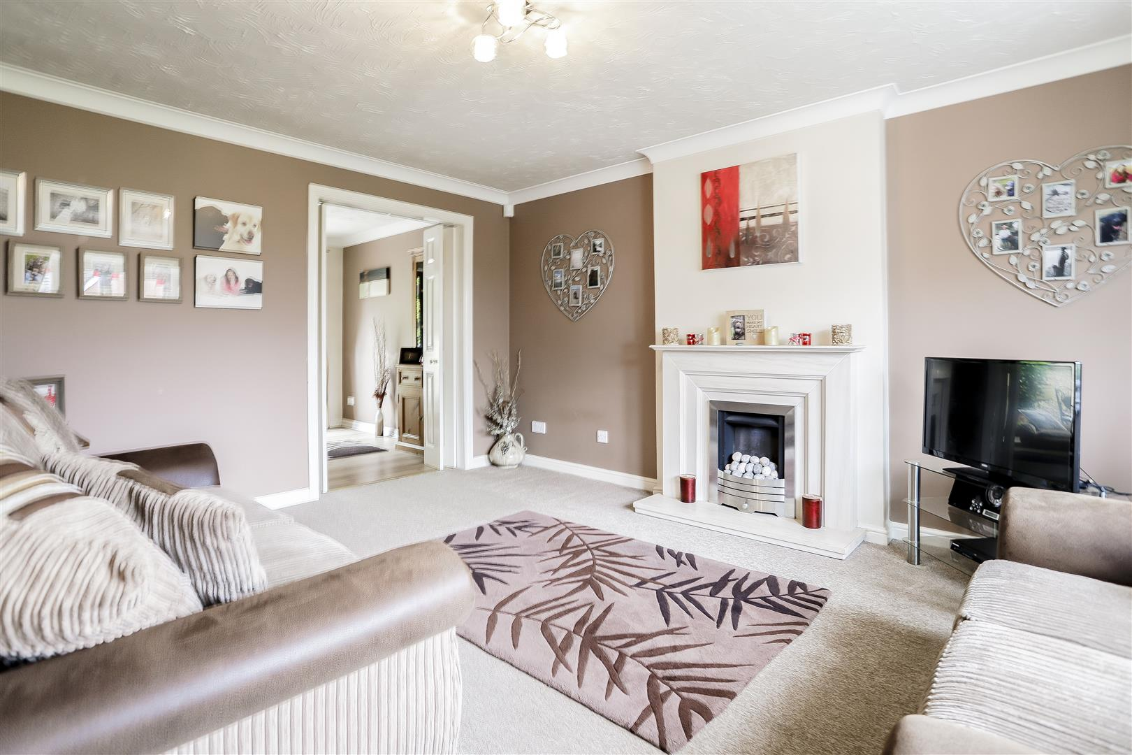3 Bedroom Detached House For Sale - Main Image